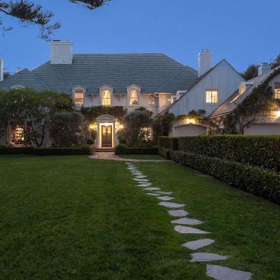 <a class=icon-e-link target=new href=http://la.curbed.com/archives/2013/10/early_movie_stars_paul_williams_house_in_brentwood_comes_with_secret_library_stairway.php>Paul Williams Estate</a>